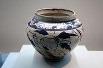 白釉铁彩牡丹花纹罐