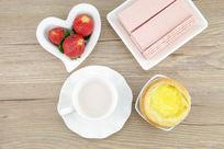 草莓和蛋挞搭配吃