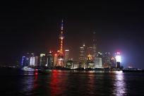 从外滩看上海东方明珠的夜景