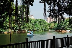 广州荔湾湖公园走廊