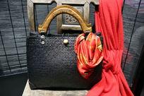 黑色藤编女士手提包
