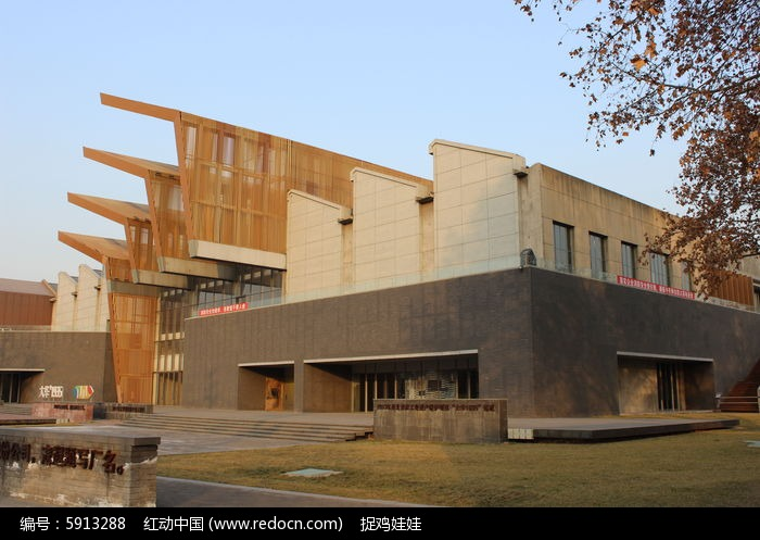 1,中式建筑设计风格:中国传统崇尚庄重和优雅,传统木构架构筑室内天棚
