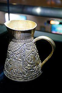 金属雕塑壶