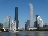 广州西塔-广州东塔-广州塔一带-隔江眺望双塔护城