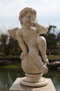 可爱长翅膀的天使男孩石雕
