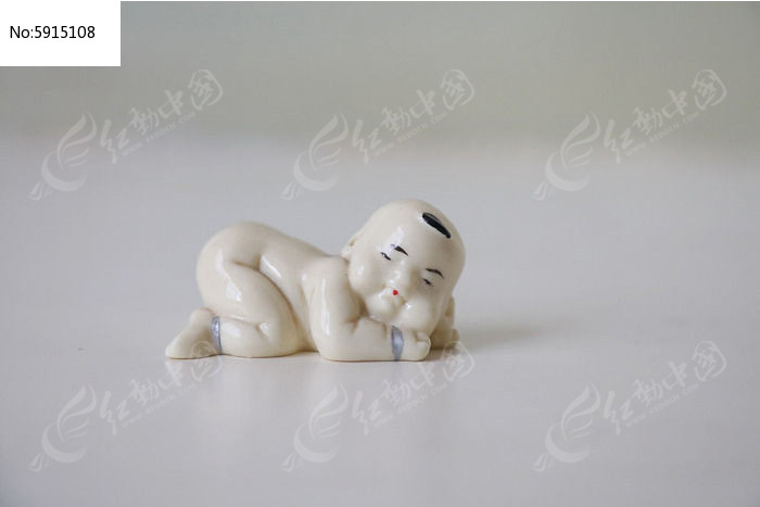 可爱婴儿爬姿瓷雕像