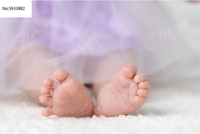 粉嫩的脚丫子