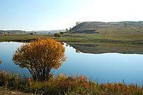 宁静的草原湖泊