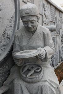 制作瑞昌剪纸老奶奶雕像