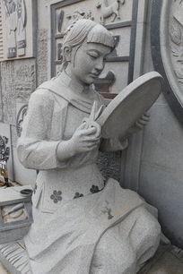 制作瑞昌剪纸女工匠雕像