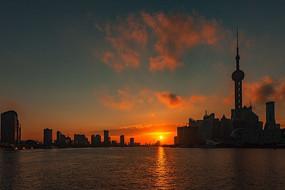 黄浦江上的日出