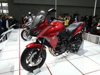 红色本田摩托车