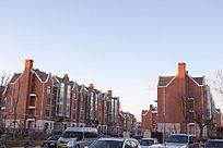 日出后的小区建筑