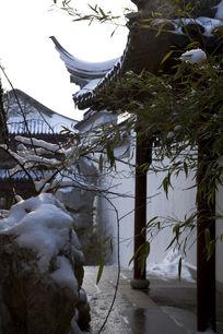 庭院里的雪