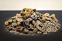锈迹斑斑的的铜钱