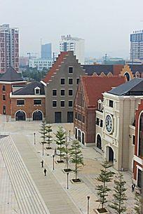 钢铁城市中的欧式群屋