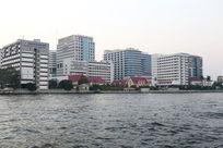 曼谷湄南河岸的摩天高楼