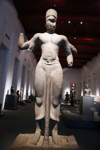 泰国石雕站姿断臂佛像