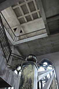 通往欧式塔楼楼顶的梯子