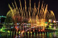 广场音乐喷泉的五彩斑斓