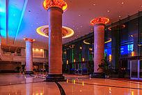 酒店大堂的灯光装饰