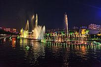 美丽的广场音乐喷泉