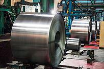 生产线上的钢板产品