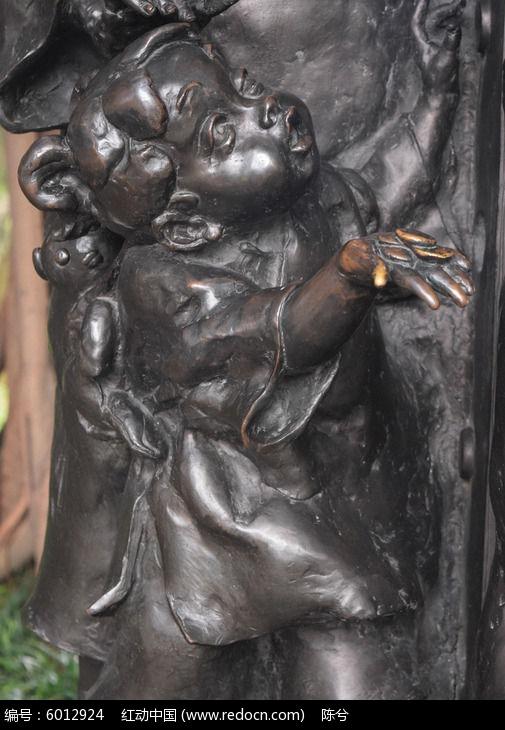 小女孩雕塑图片