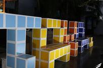 彩色方块字母标志