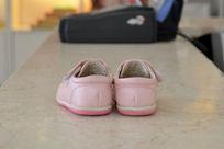 粉色鞋子背面