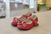 红底白点蝴蝶结小鞋