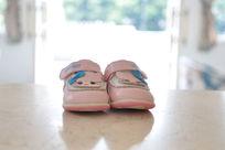 可爱的粉色鞋子