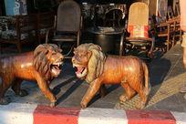 狮子木雕一对