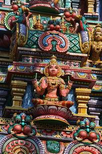 泰国彩釉佛雕像