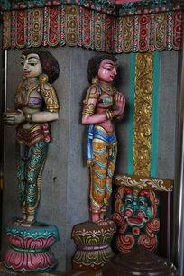 泰国彩釉立佛雕像