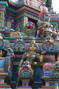 泰国彩釉女佛雕刻