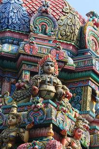 泰国彩釉坐佛雕刻