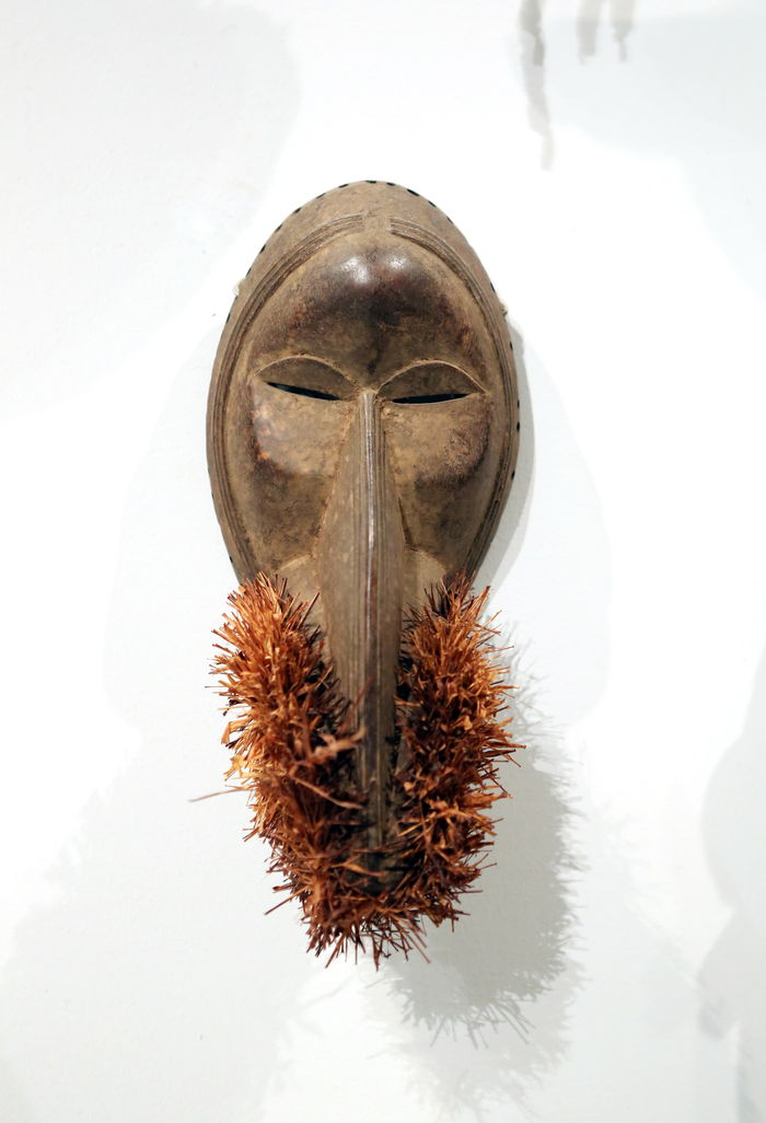 非洲雕刻长脸大胡子面具