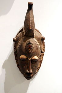 非洲雕刻独角人像面具