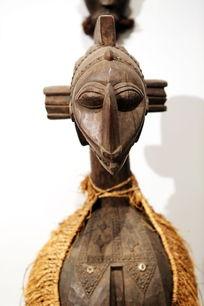 非洲雕刻妇女人像木雕
