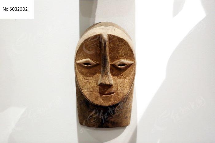 非洲雕刻妇人脸面具