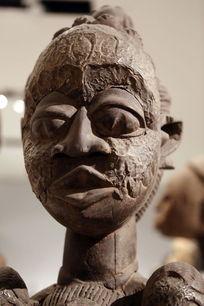 非洲雕刻女人头像