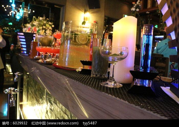 酒吧吧台酒水饮料图片