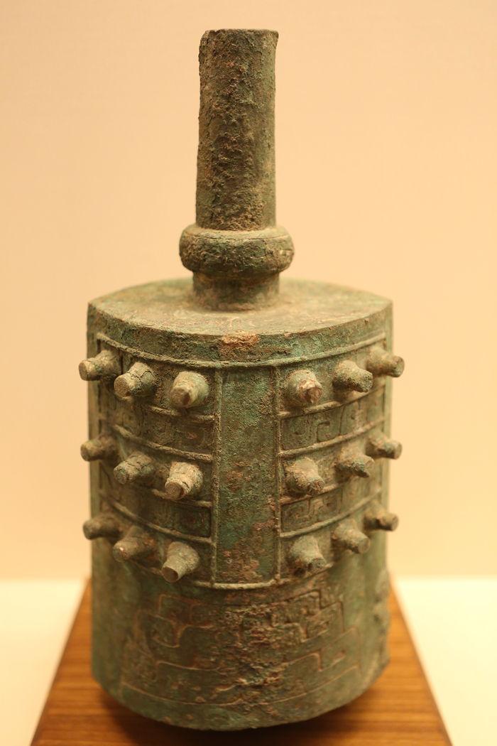 战国时期青铜器蟠螭纹编钟图片,高清大图_文物古董素材