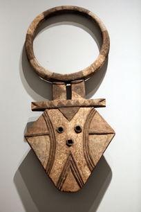 非洲雕刻线条图案面具