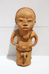 非洲木雕站姿男人