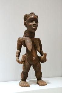 非洲木雕站姿女人