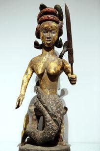 非洲木雕执刀女人雕像