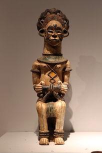非洲木雕坐姿女人彩雕