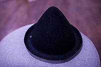 黑色的卡通帽子